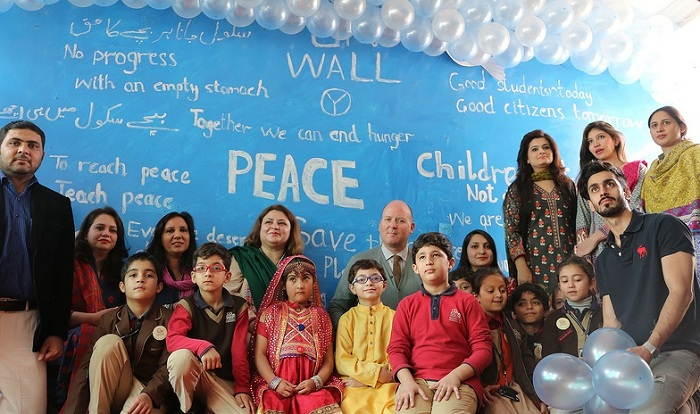 UN wall event at Peshawar, Roots Millenium Schools, 18th November 2015. Photo: UNICEF