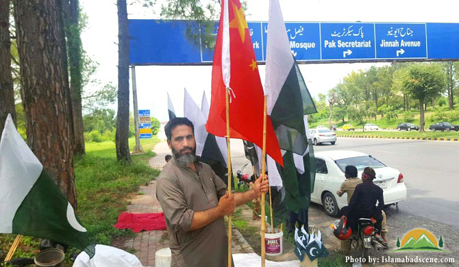 Along with Pakistan flags, some vendors are also selling Chinese flags to express solidarity and friendship with China. Photo: Islamabad Scene