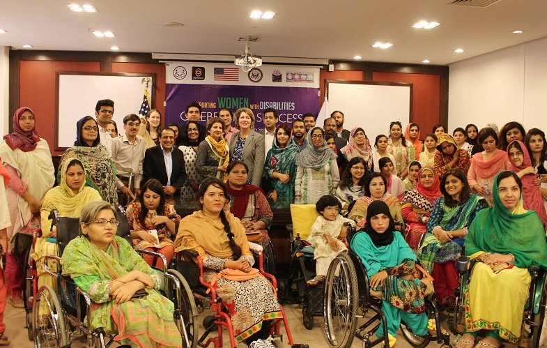 Group photo of women leaders with Ms. Christina Tomlinson of US Embassy, MNA Shaista Pervaiz Malik, Abia Akram of NFWWD and Atif Sheikh of STEP in Islamabad on 22 September 2016. Photo: Sana Jamal