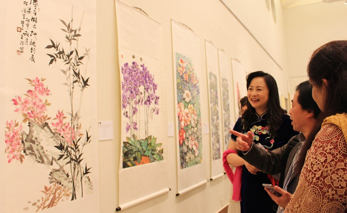 Madame Bao Jiqing, wife of Ambassador of China to Pakistan, enjoying the paintings at art show by Pakistani and Chinese artists at PNCA in Islamabad on 18 Oct. 2016. Photo: Sana Jamal