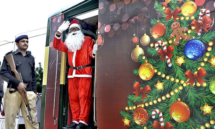 People viewing the first ever special Christmas train decorated with models of Santa Claus and other Christmas items to mark the Christmas 2016 celebrations. Photo: APP/Abid Zia