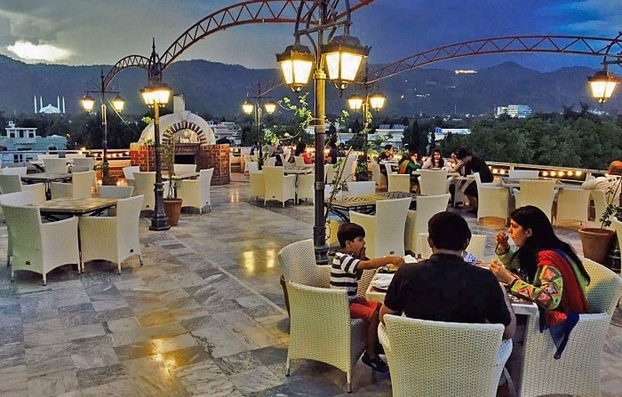 best outdoor dining spots in Islamabad