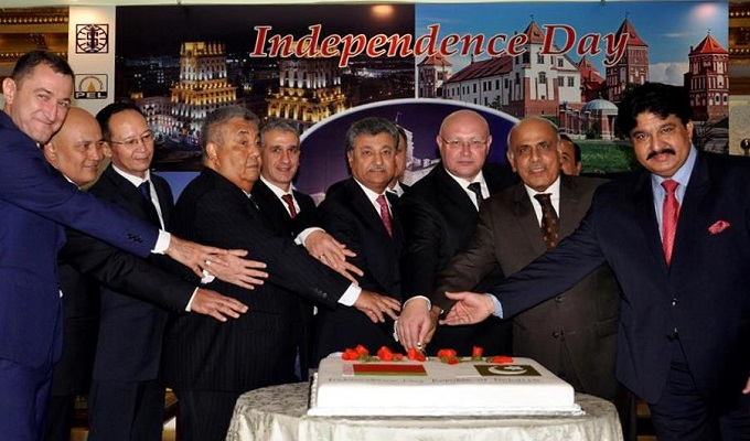 Ambassador of Belarus Andrei G.Ermolovich and chief guest Mayor of Islamabad Sheikh Anser Aziz and others cutting the cake occasion of the Independence day of the Republic of Belarus.