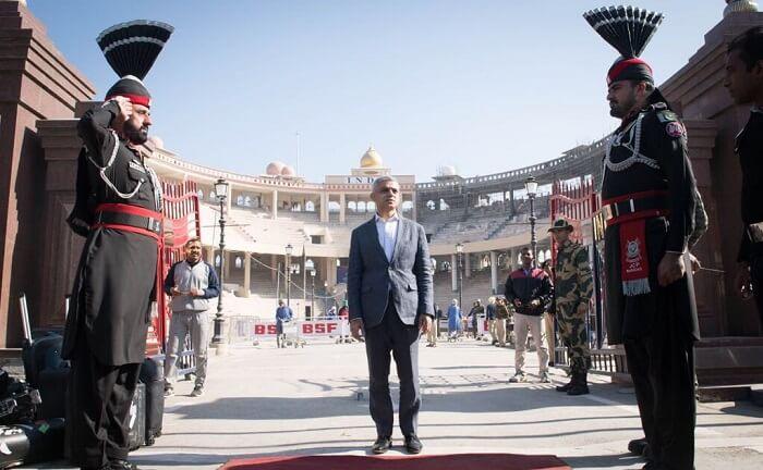 Sadiq Khan makes historic border crossing from India to Pakistan on foot