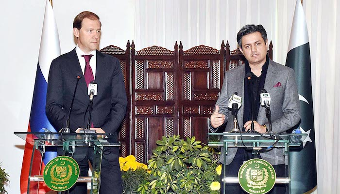 Federal Minister for Economic Affairs Division, Muhammad Hammad Azhar and Russian Trade Minister, Denis Manturov giving a joint press stakeout to Russian and Pakistani media regarding improved bilateral relations between two states. Photo: APP